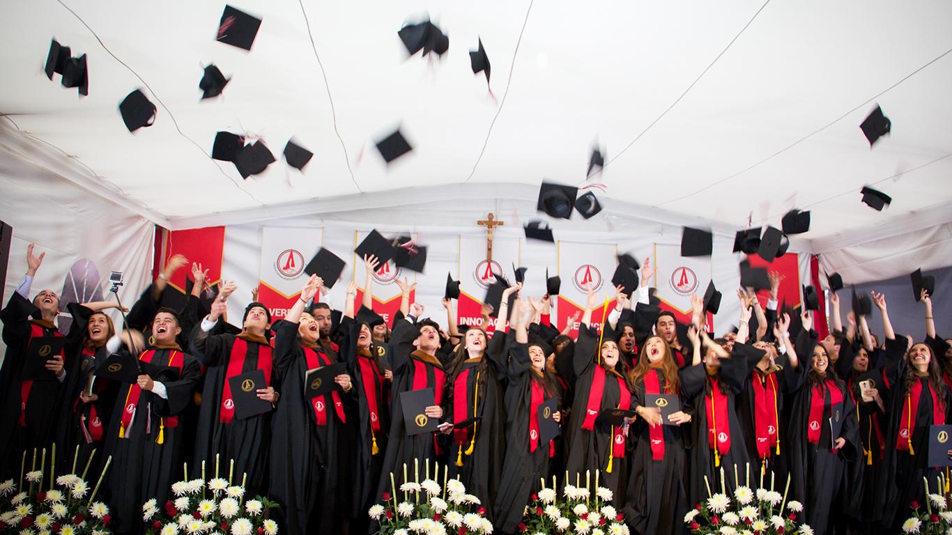 Alegría y nostalgia en la Graduación 2017 Incarnate Word