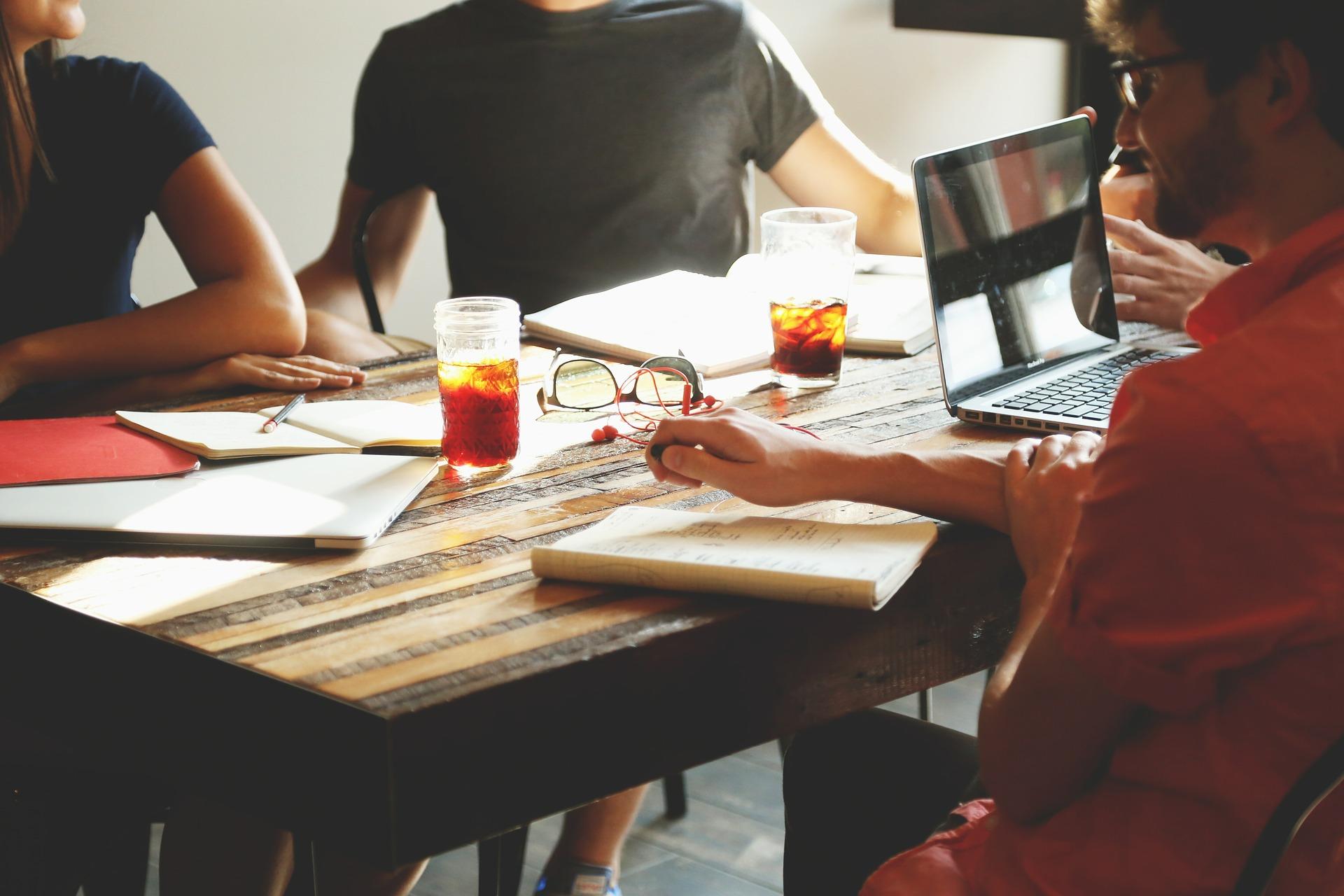 La mayoría de los universitarios saben que es vital la experiencia previa al momento de iniciar su vida laboral, pero, ¿cómo se obtiene?