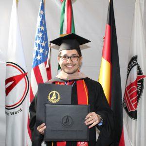 La Doble Titulación en la Universidad Incarnate Word, significa que un estudiante universitario con una educación bilingüe cursa sus materias en México y simultáneamente recibe los créditos académicos en una universidad de Estados Unidos.
