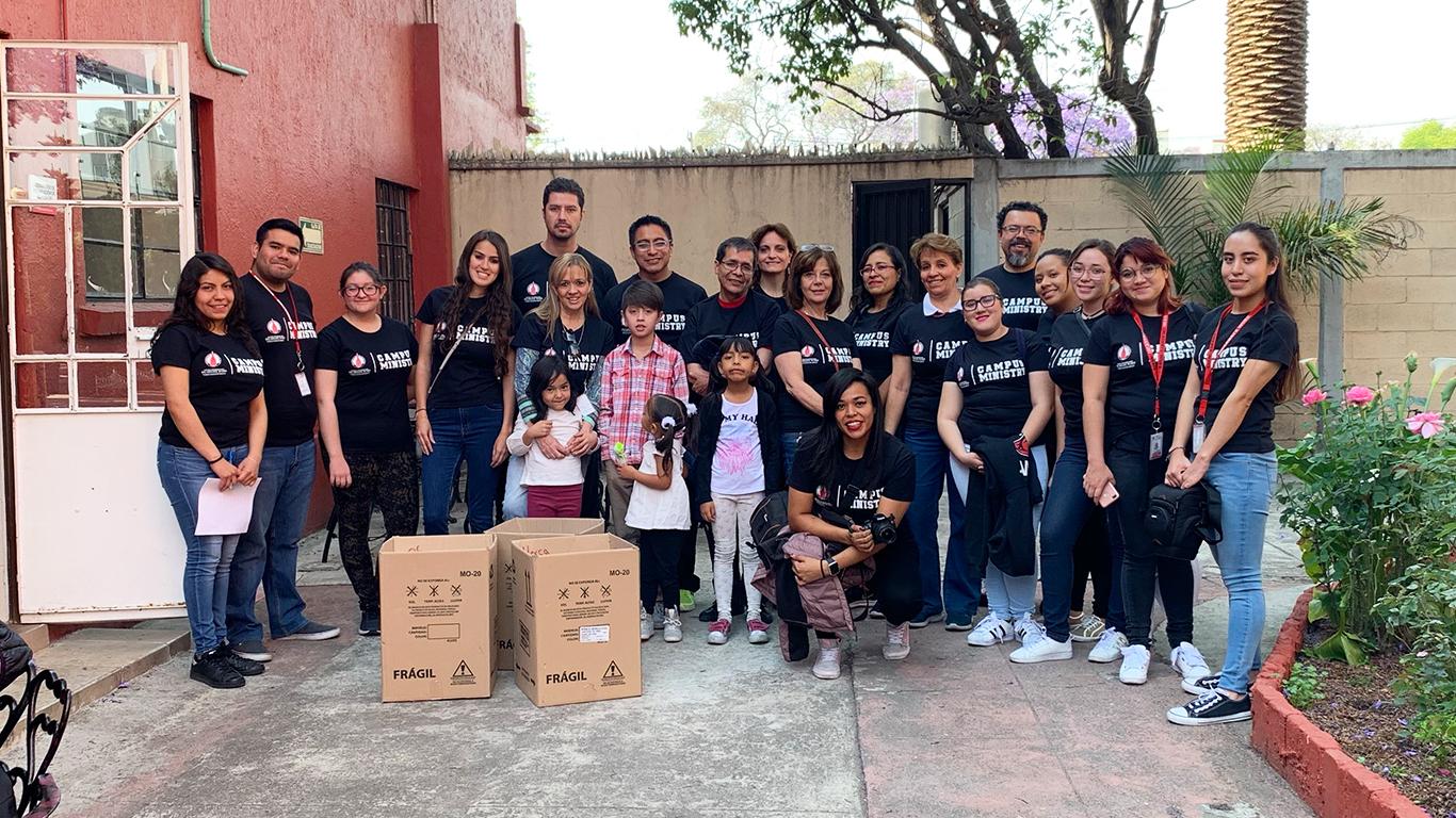 Voluntarios Incarnate Word, moviendo al mundo
