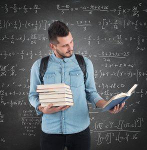 Mientras cursas actuaría podrás hacer énfasis en las ciencias matemáticas y en la rama administrativa