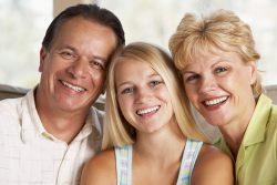 Padres ayudan a su hija a elegir una carrera